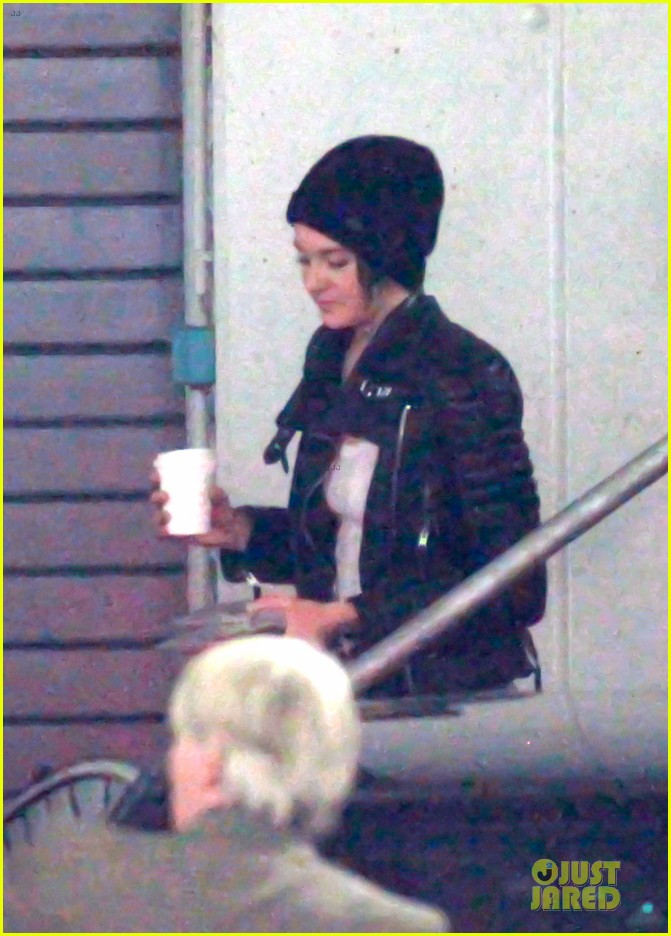 shailene woodley theo james hotel exit at night 183083566