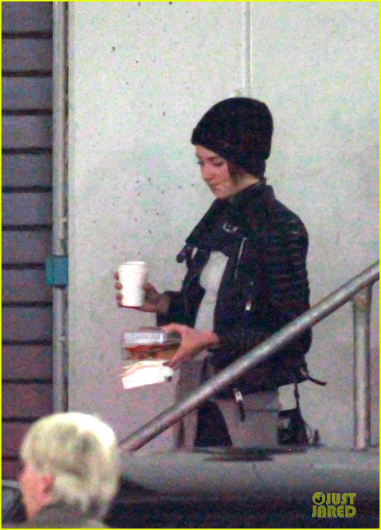 shailene woodley theo james hotel exit at night 193083567