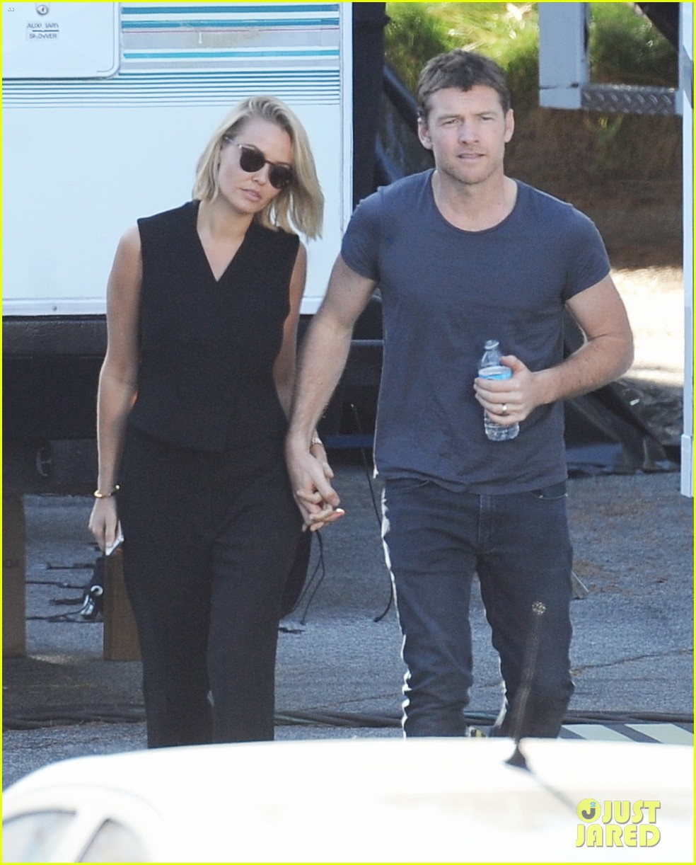 sam worthington visit from lara bingle on cake set 013090898