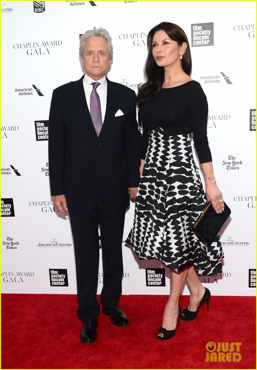 catherine zeta jones michael douglas hold hands red carpet 013100922