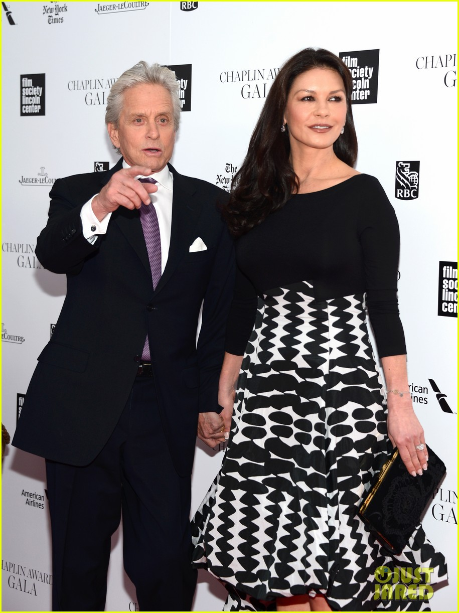 catherine zeta jones michael douglas hold hands red carpet 073100928