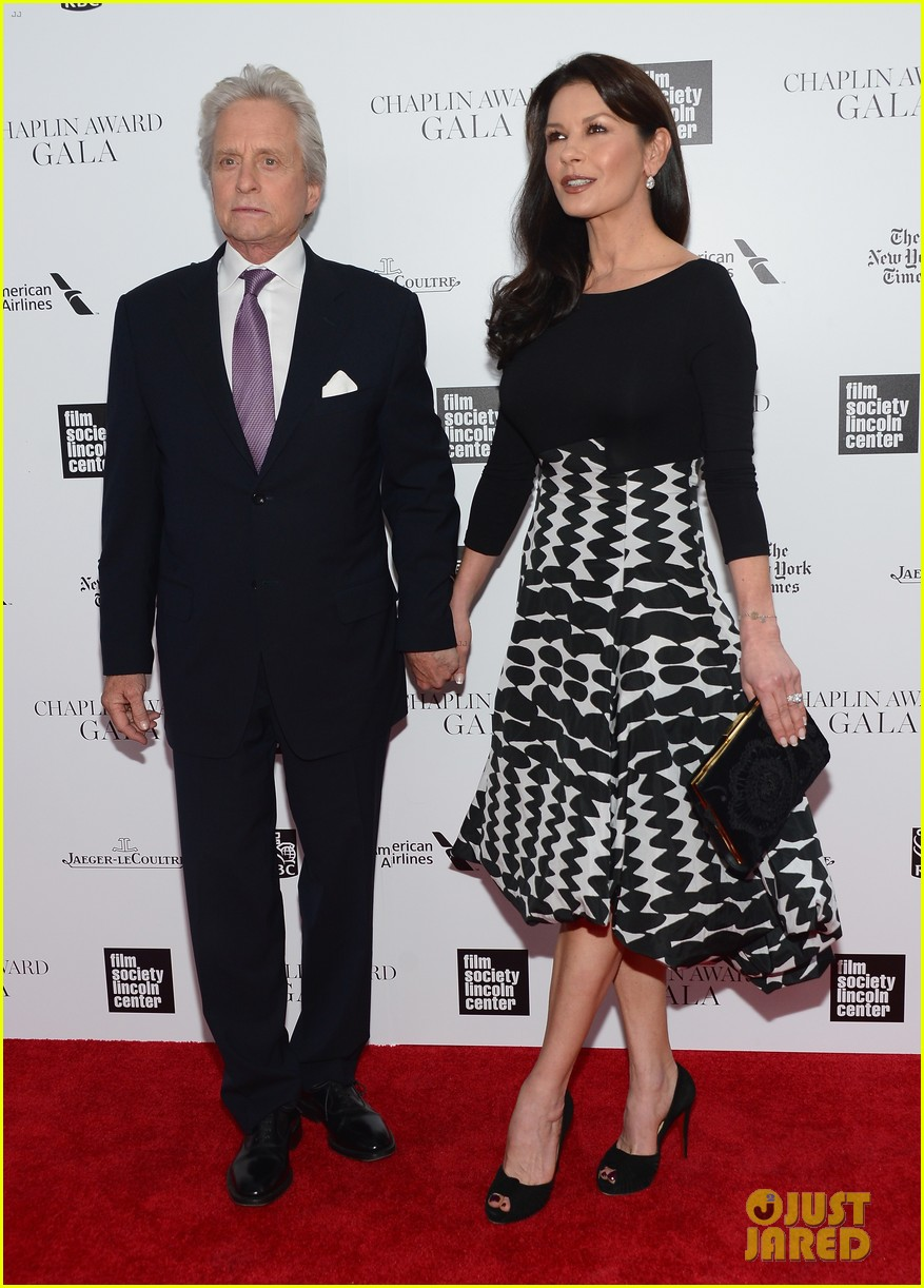 catherine zeta jones michael douglas hold hands red carpet 093100930