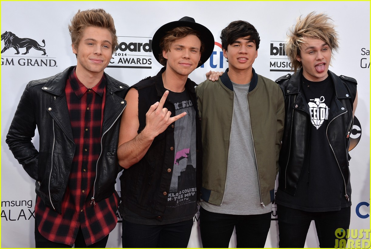5sos make silly faces at the billboard music awards063116683