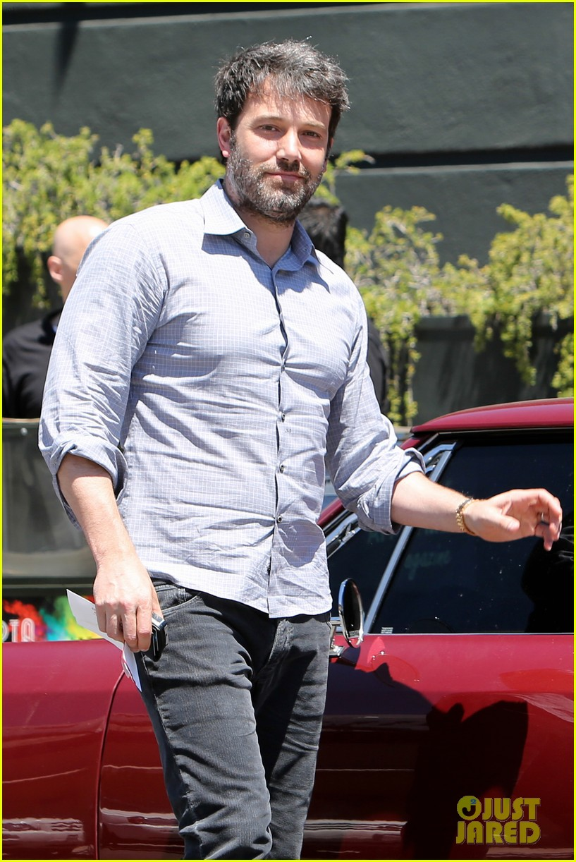 ben affleck reportedly banned from casino for counting cards 123104316