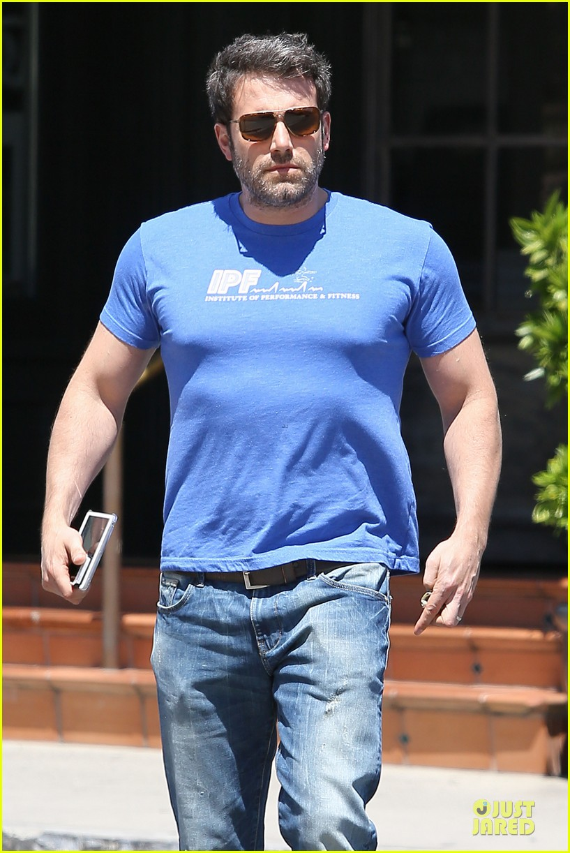 ben affleck buff body in tight tee 023112846