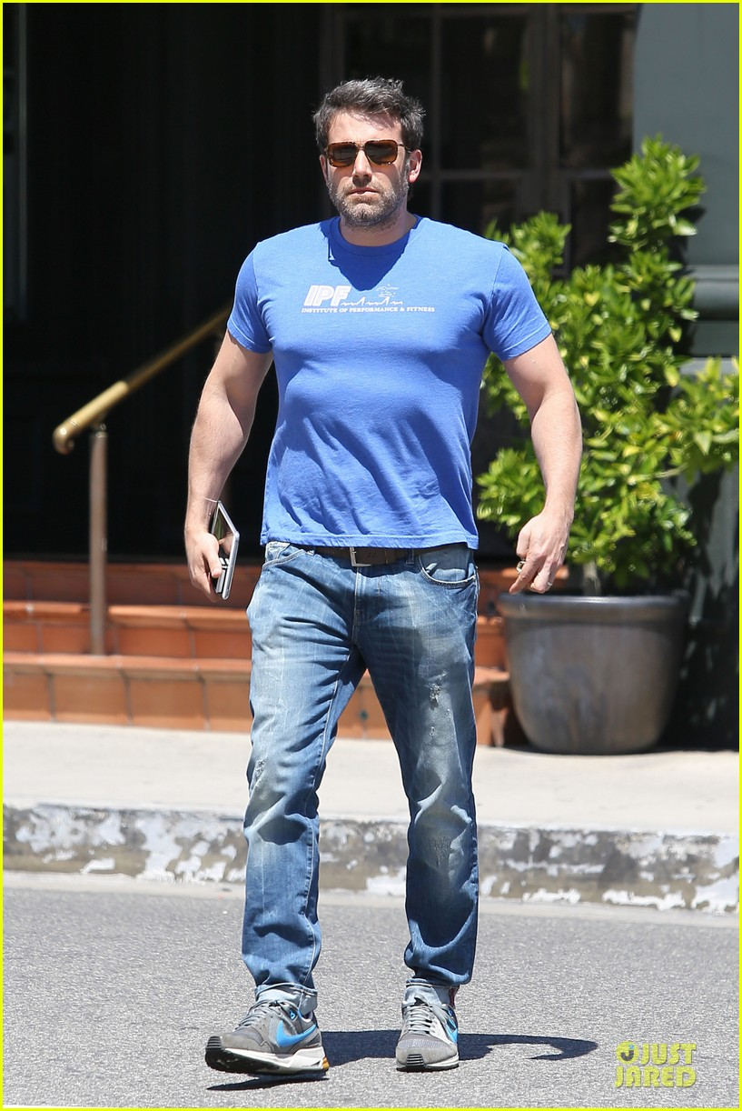 ben affleck buff body in tight tee 133112857