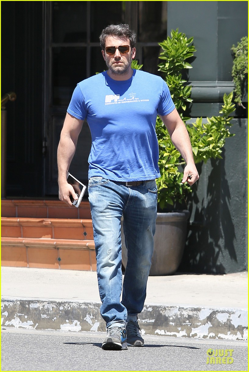 ben affleck buff body in tight tee 18