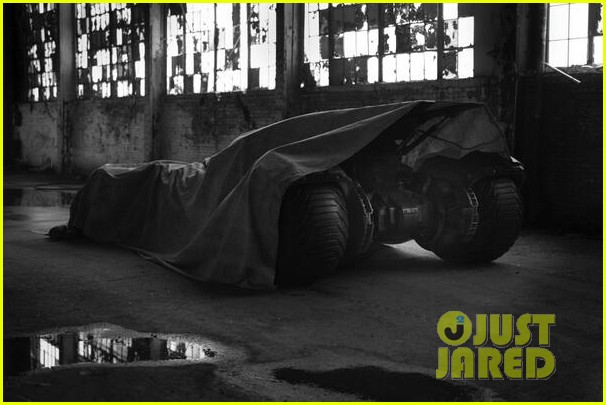 ben affleck as batman director zack snyder posts first look photo 013112552