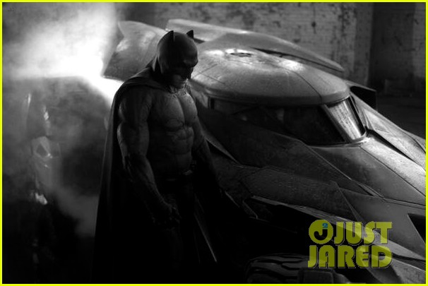 ben affleck as batman director zack snyder posts first look photo 023112553