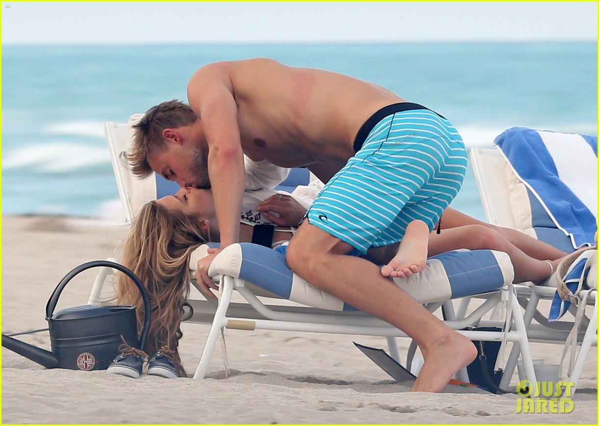 nina agdal reid heidenry making out 05
