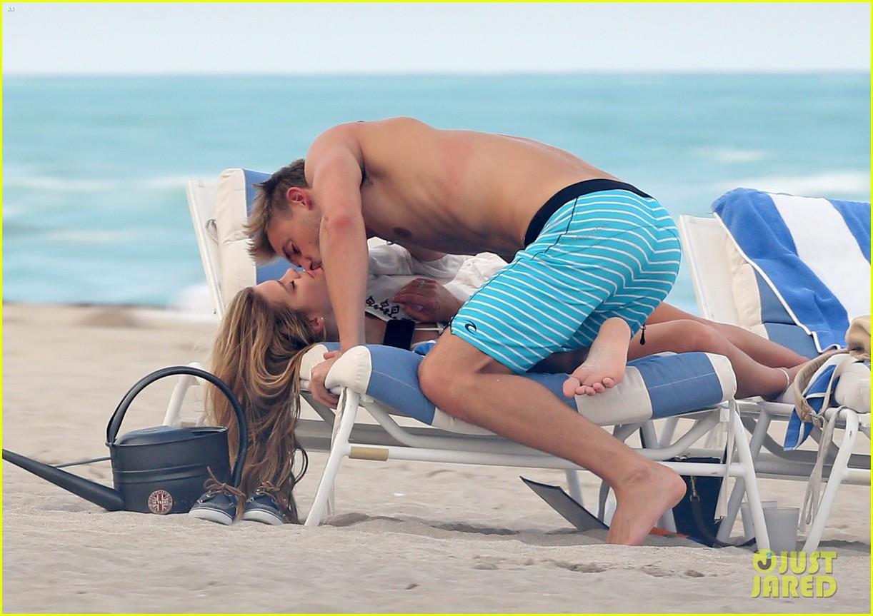 nina agdal reid heidenry making out 223110241
