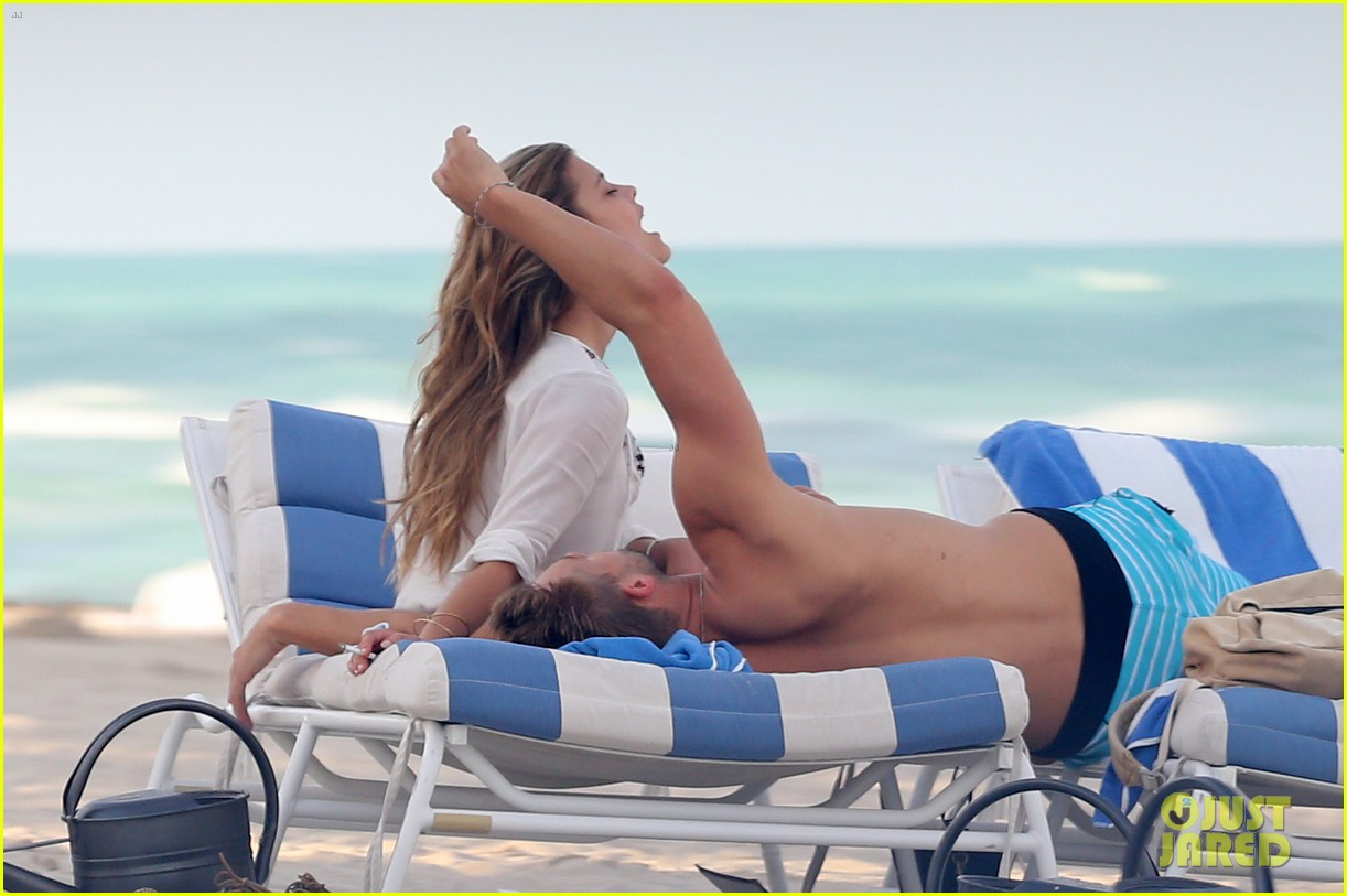 nina agdal reid heidenry making out 253110244