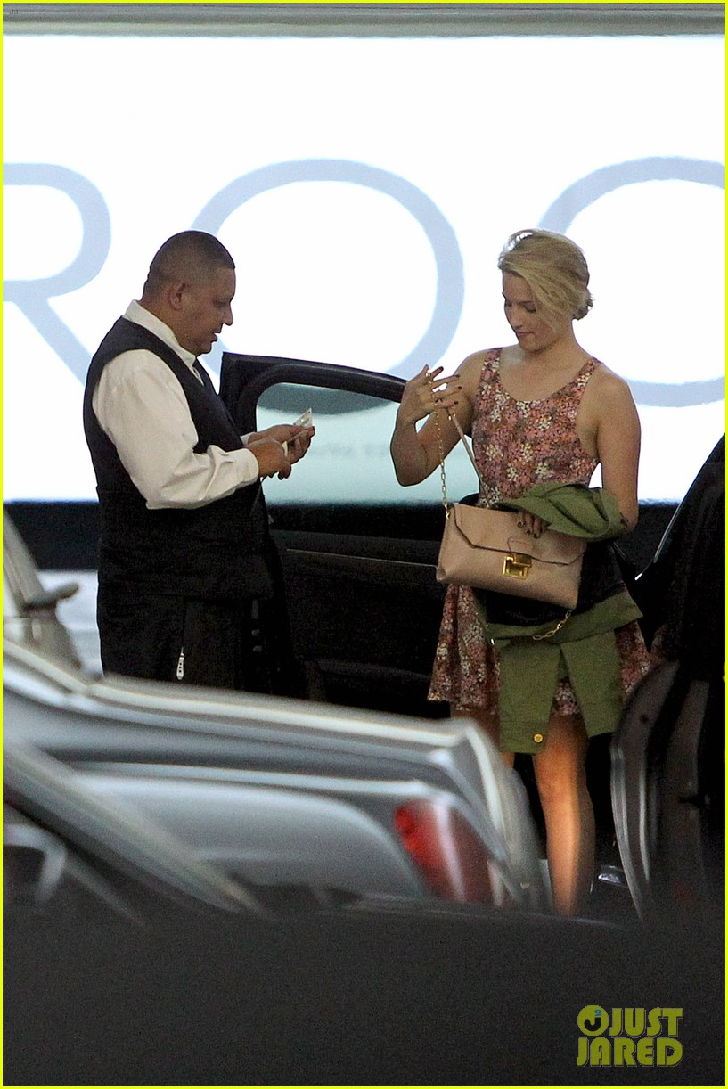 dianna agron braves los angeles heat lunch 103113617