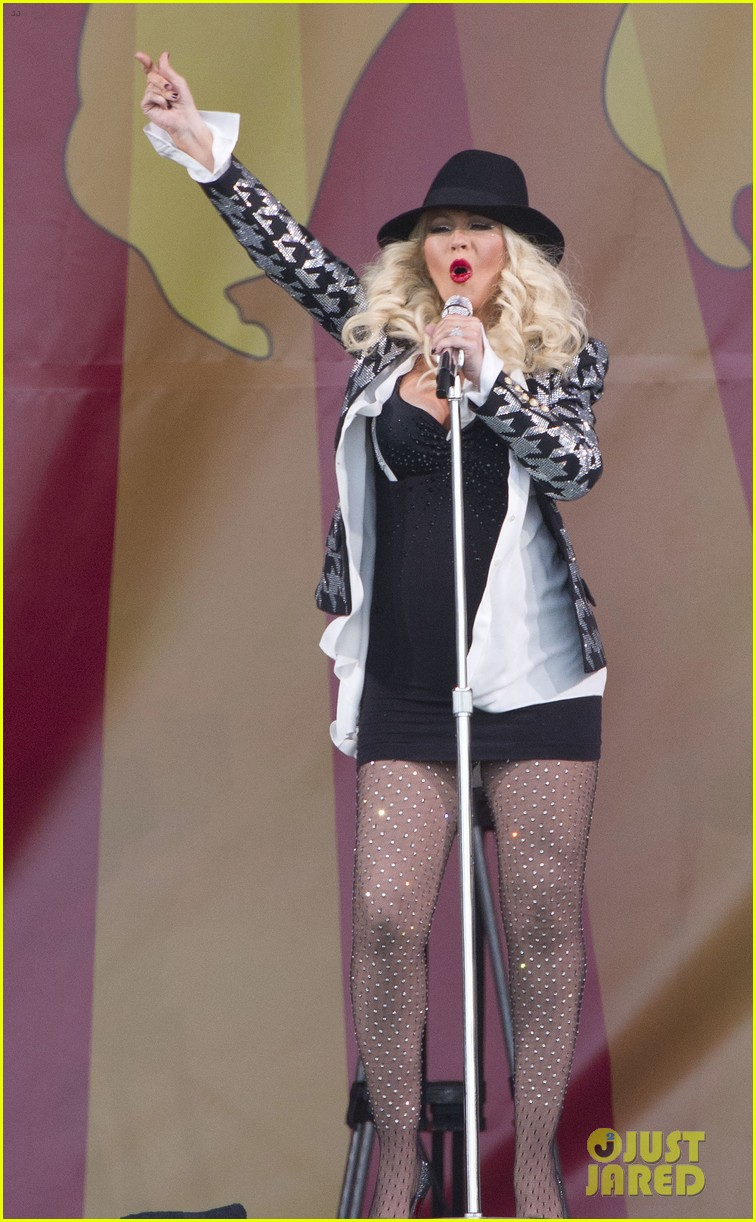 pregnant christina aguilera performs at new orleans jazz heritage festival 013104112