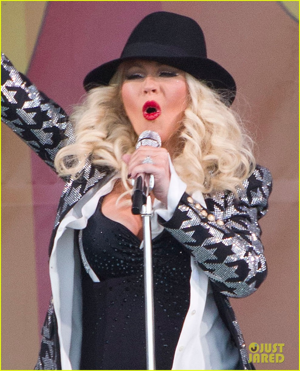 pregnant christina aguilera performs at new orleans jazz heritage festival 043104115
