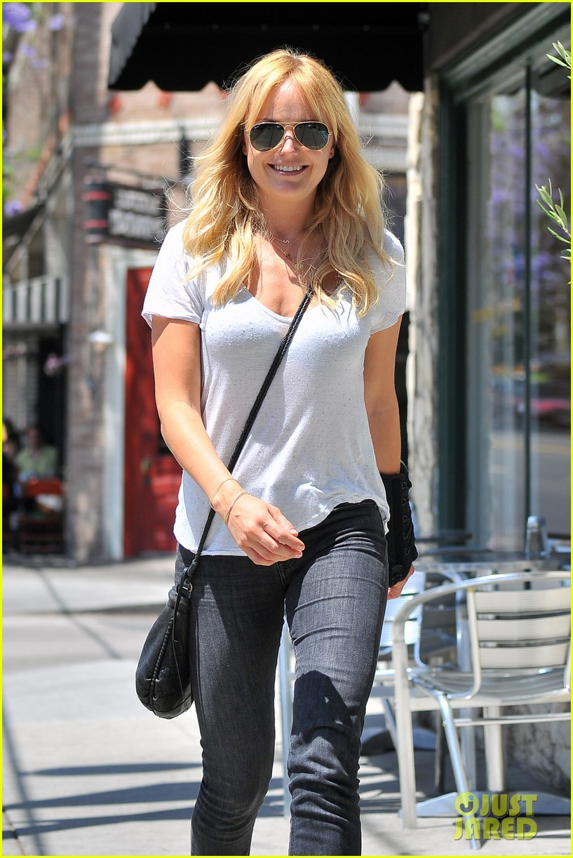 malin akerman signs on a new house for a friend 023124702