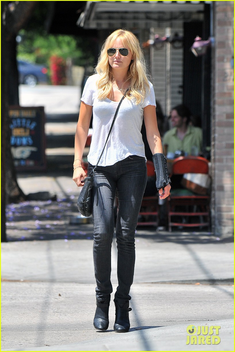 malin akerman signs on a new house for a friend 043124704