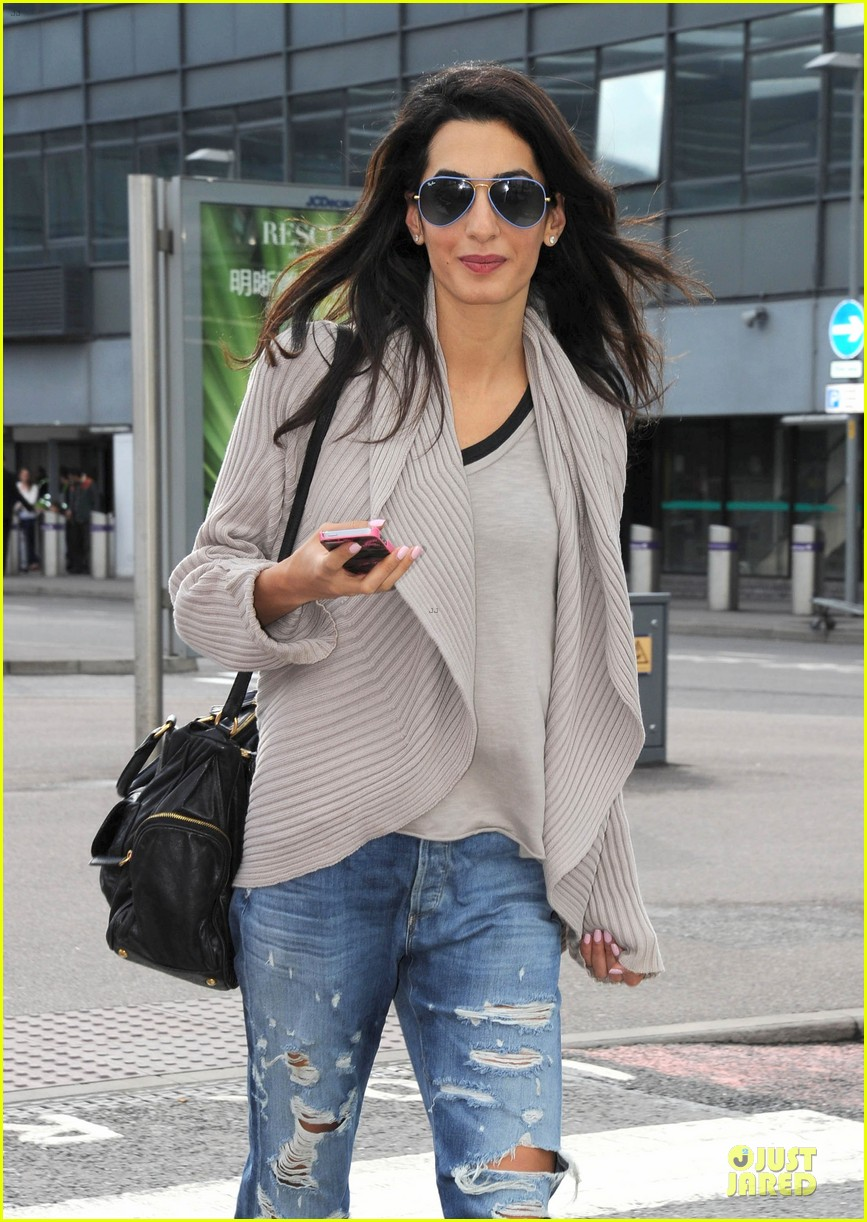 amal alamuddin flashing engagement ring 063112697