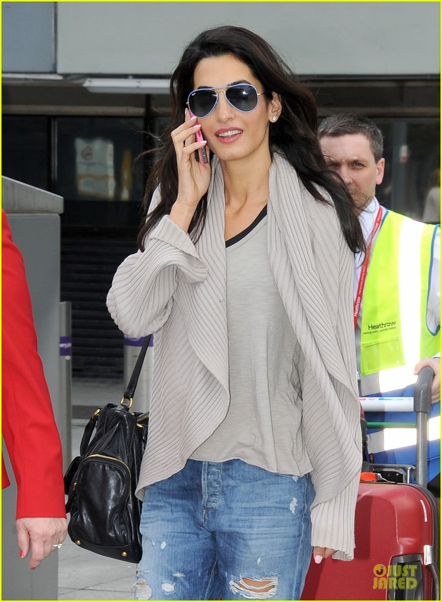 amal alamuddin flashing engagement ring 103112701