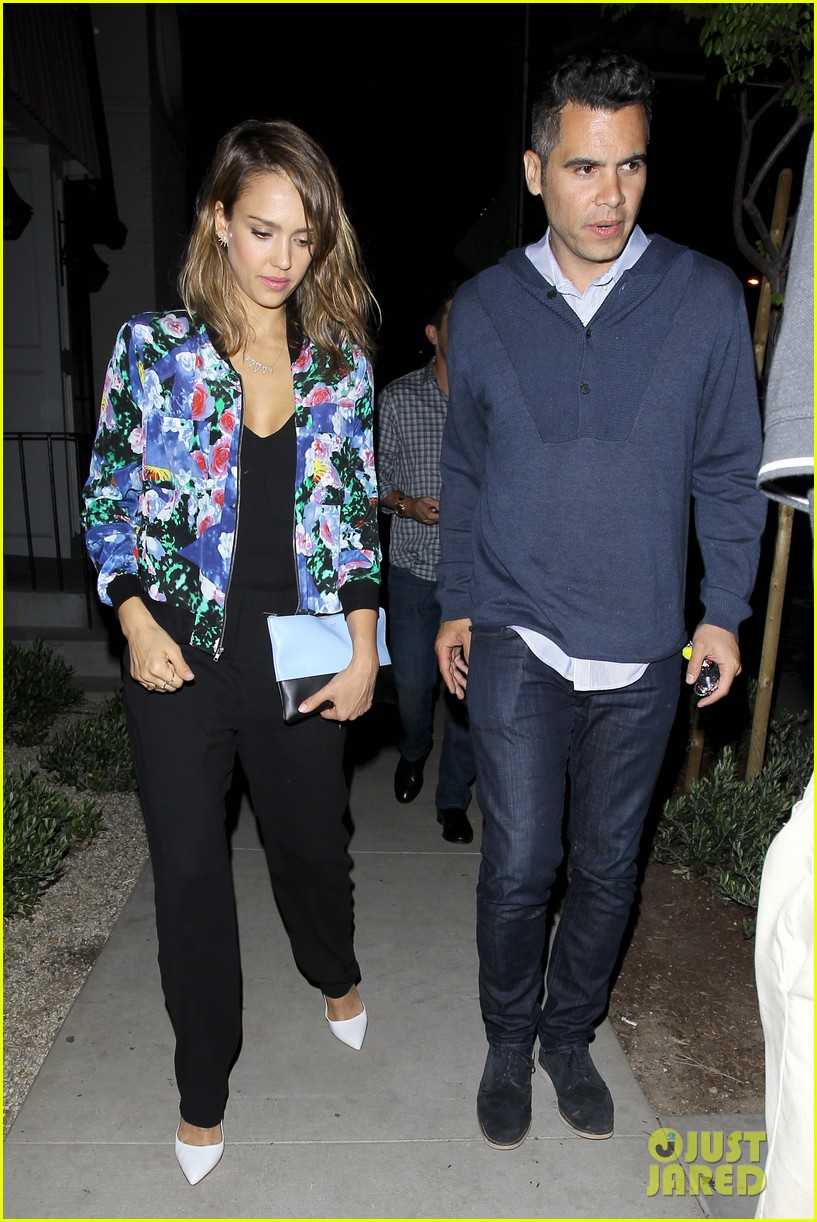 jessica alba her hubby stroll around before met ball 033105810