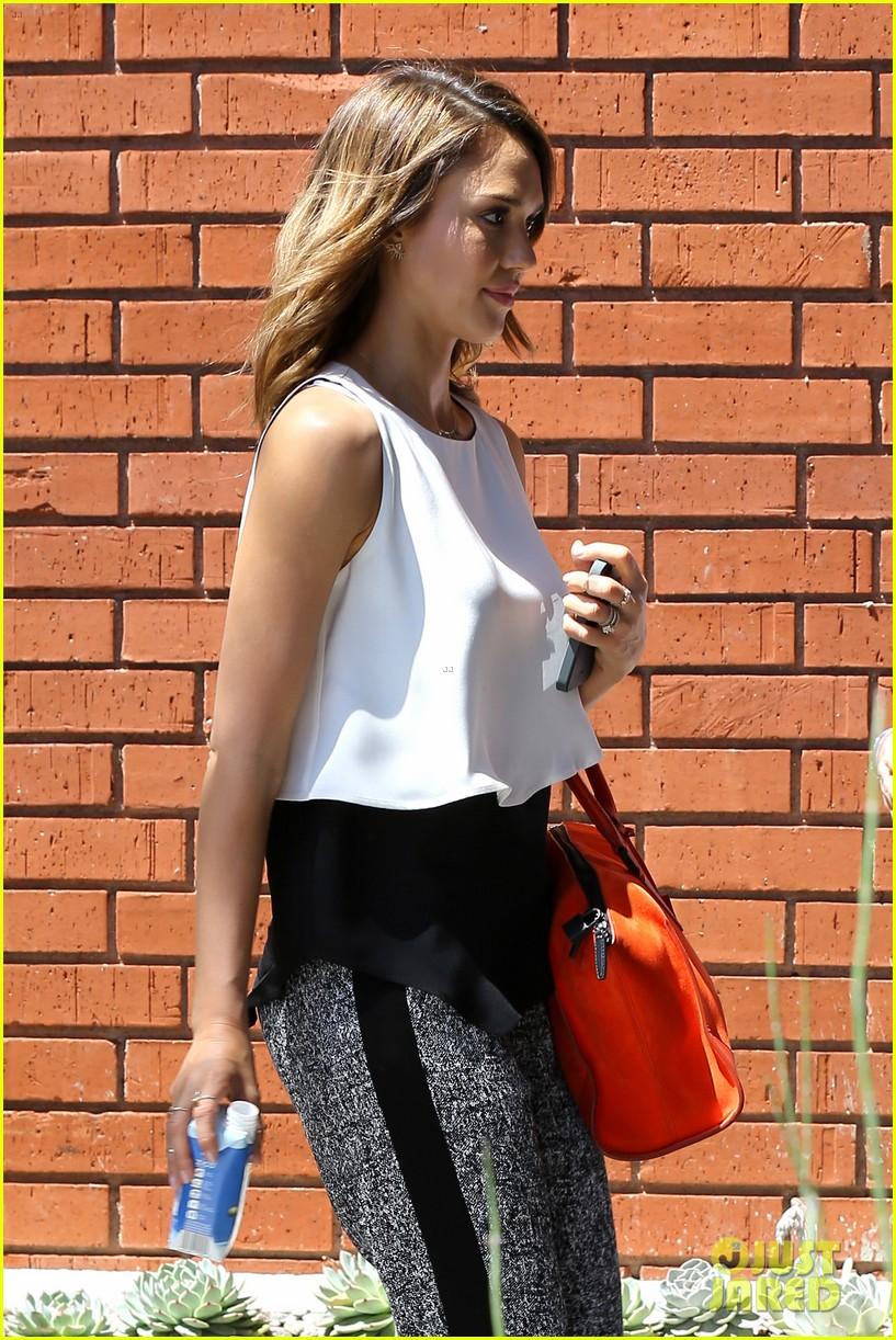 jessica alba her hubby stroll around before met ball 083105815