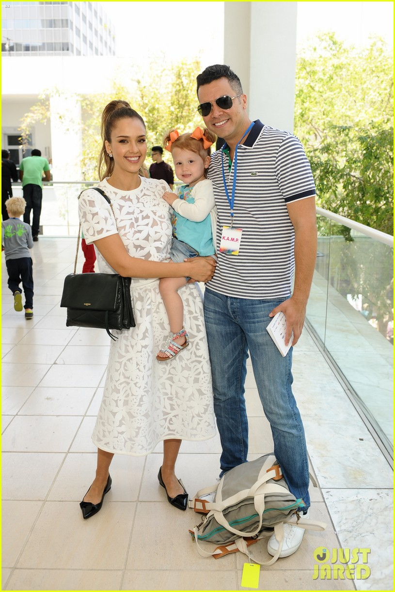 jessica alba makes it a family affair hammer museum 013117291