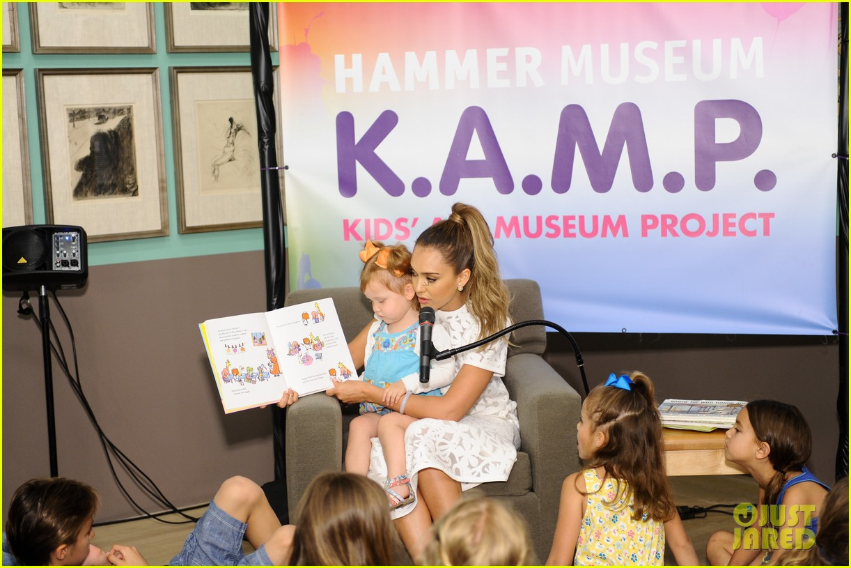 jessica alba makes it a family affair hammer museum 093117299