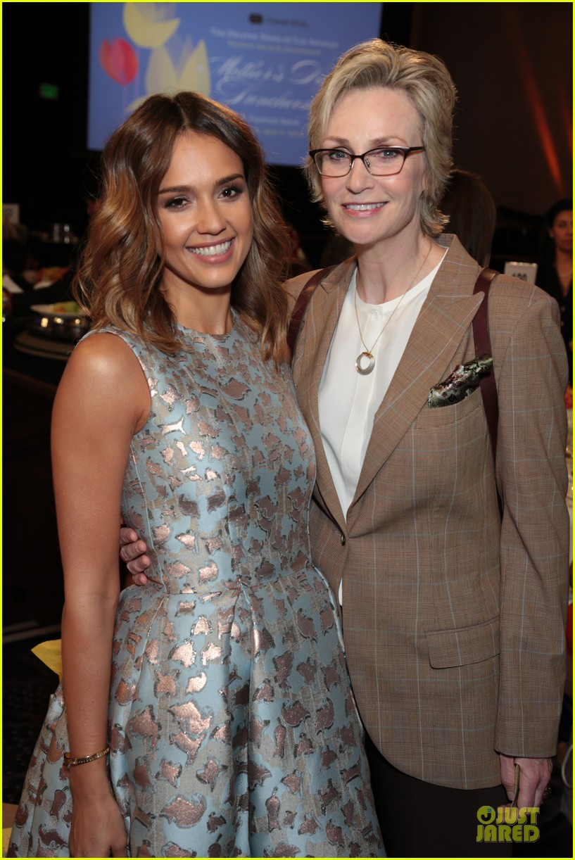 jessica alba mother of the year at luncheon 023109727