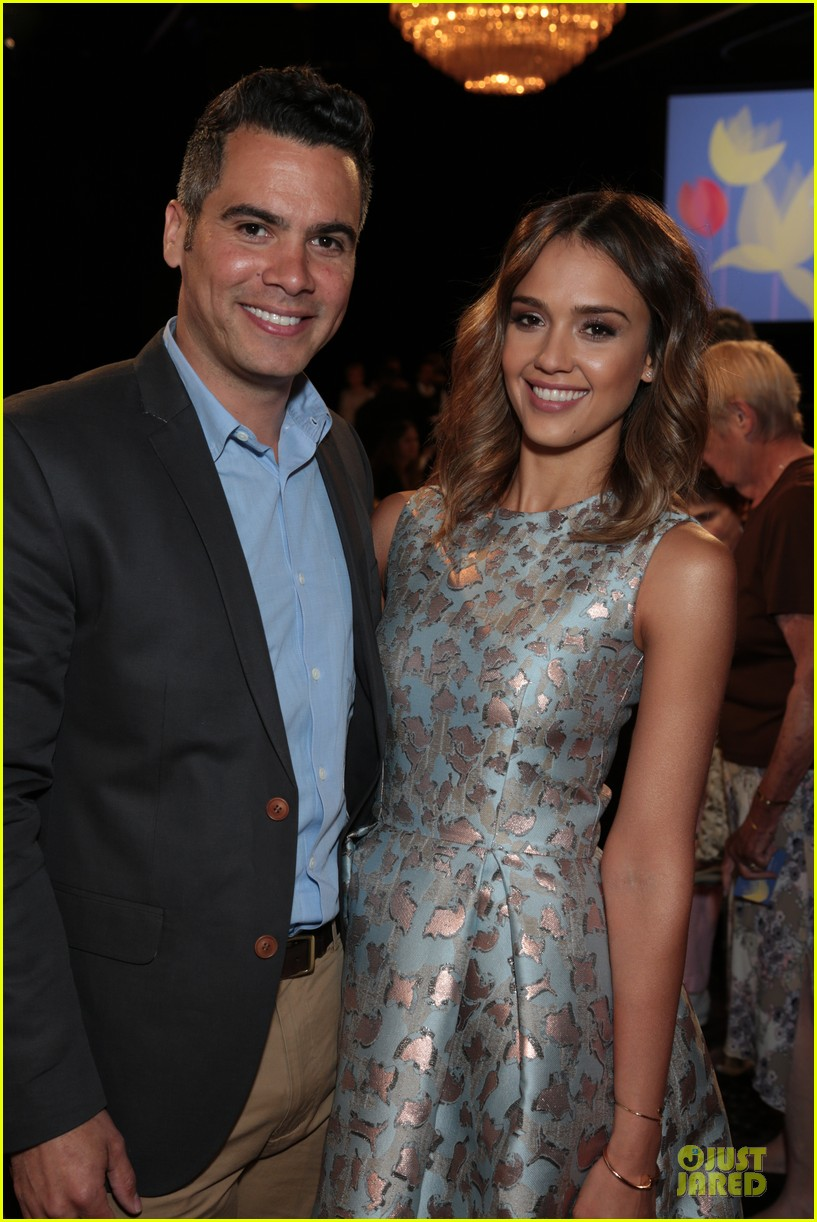 jessica alba mother of the year at luncheon 043109729