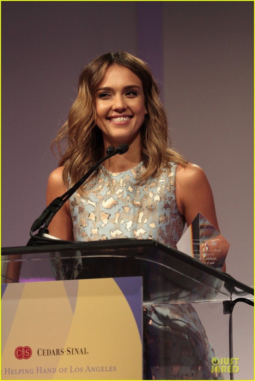 jessica alba mother of the year at luncheon 133109738