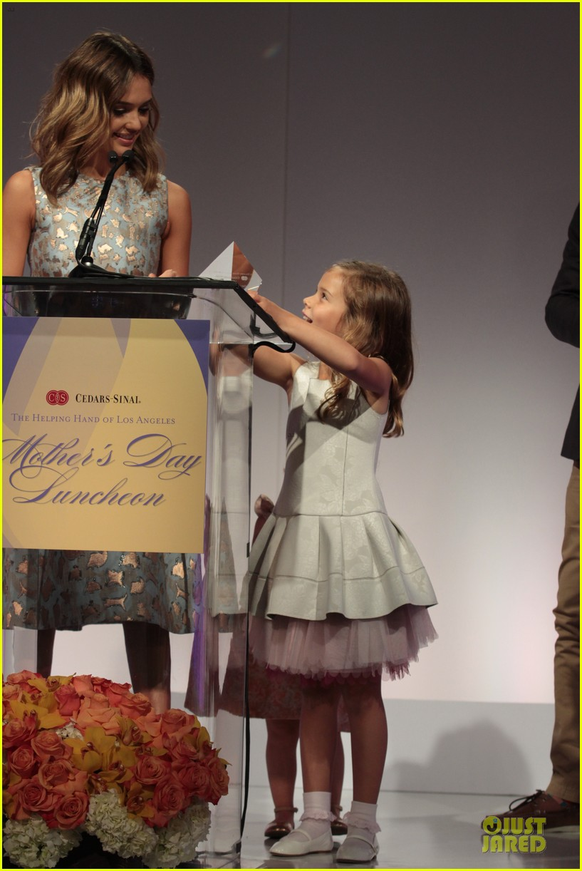 jessica alba mother of the year at luncheon 143109739
