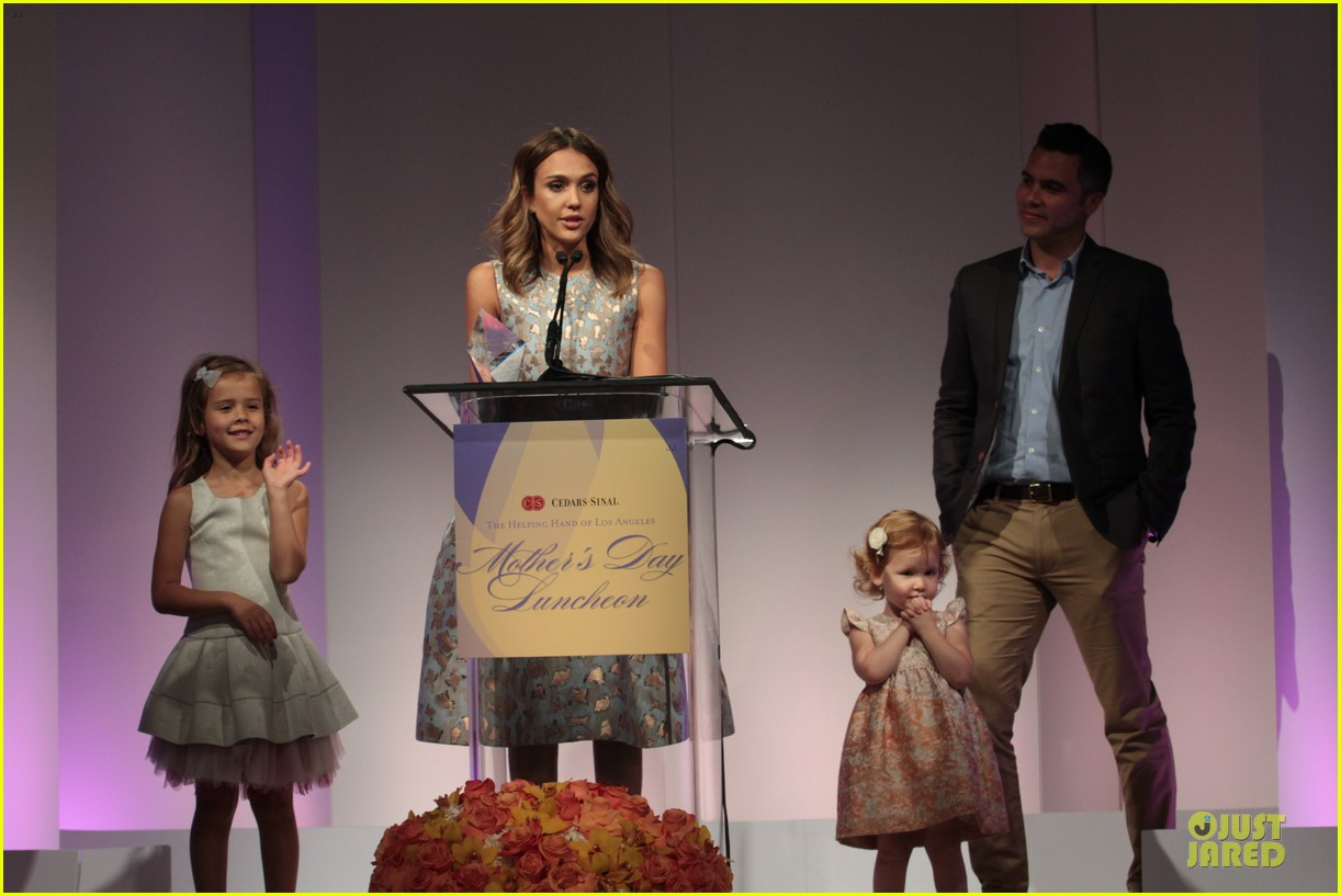 jessica alba mother of the year at luncheon 153109740