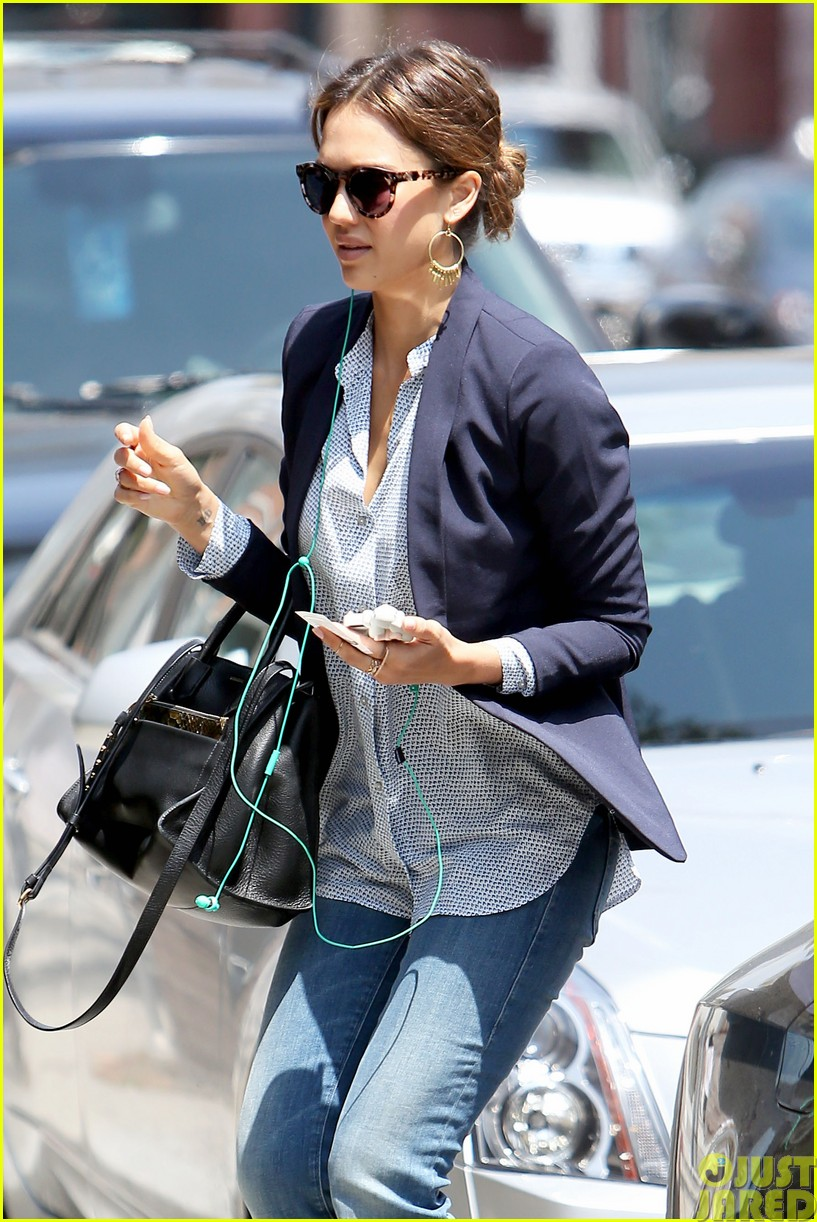 jessica alba teams up with zico coconut water05
