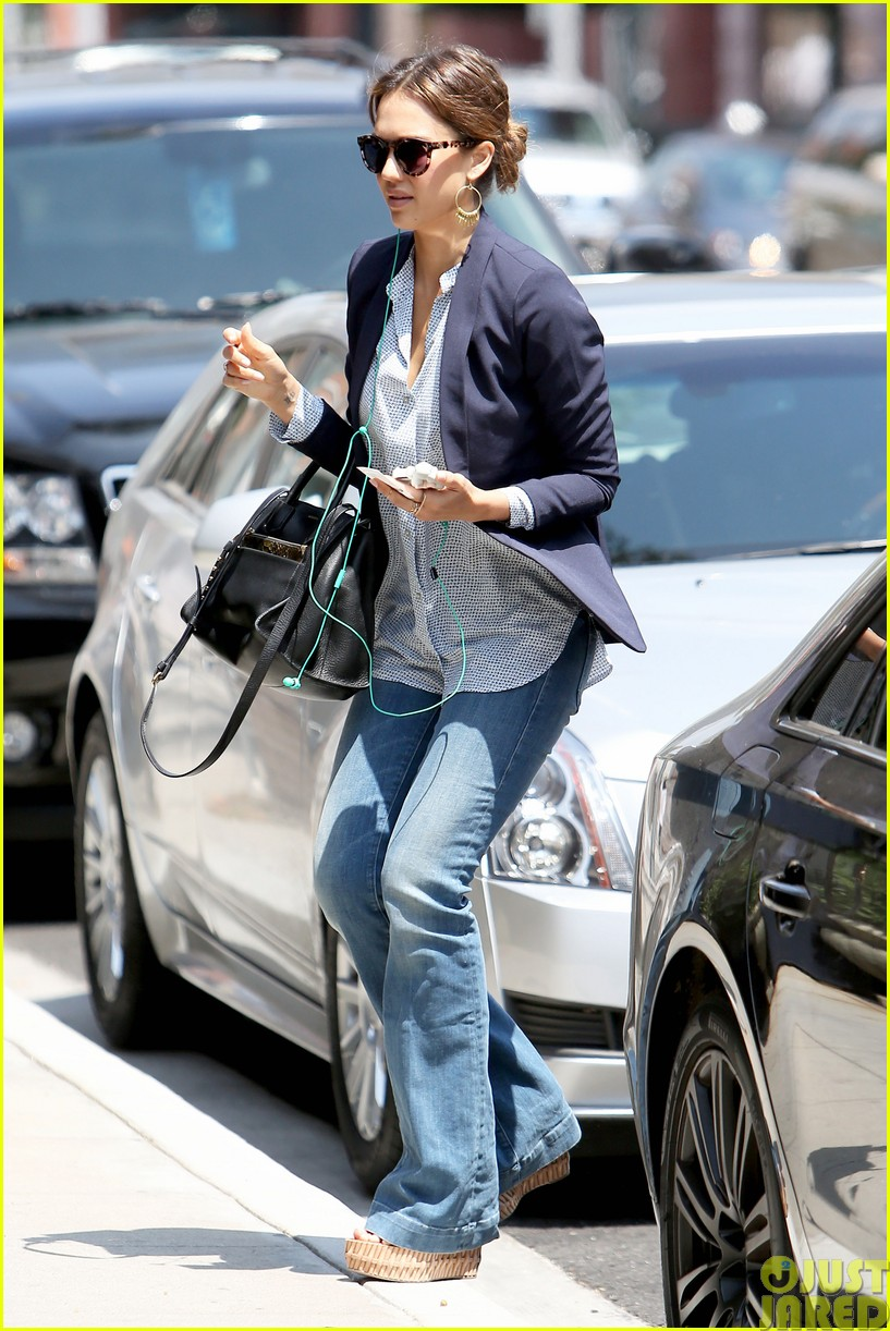 jessica alba teams up with zico coconut water223120877