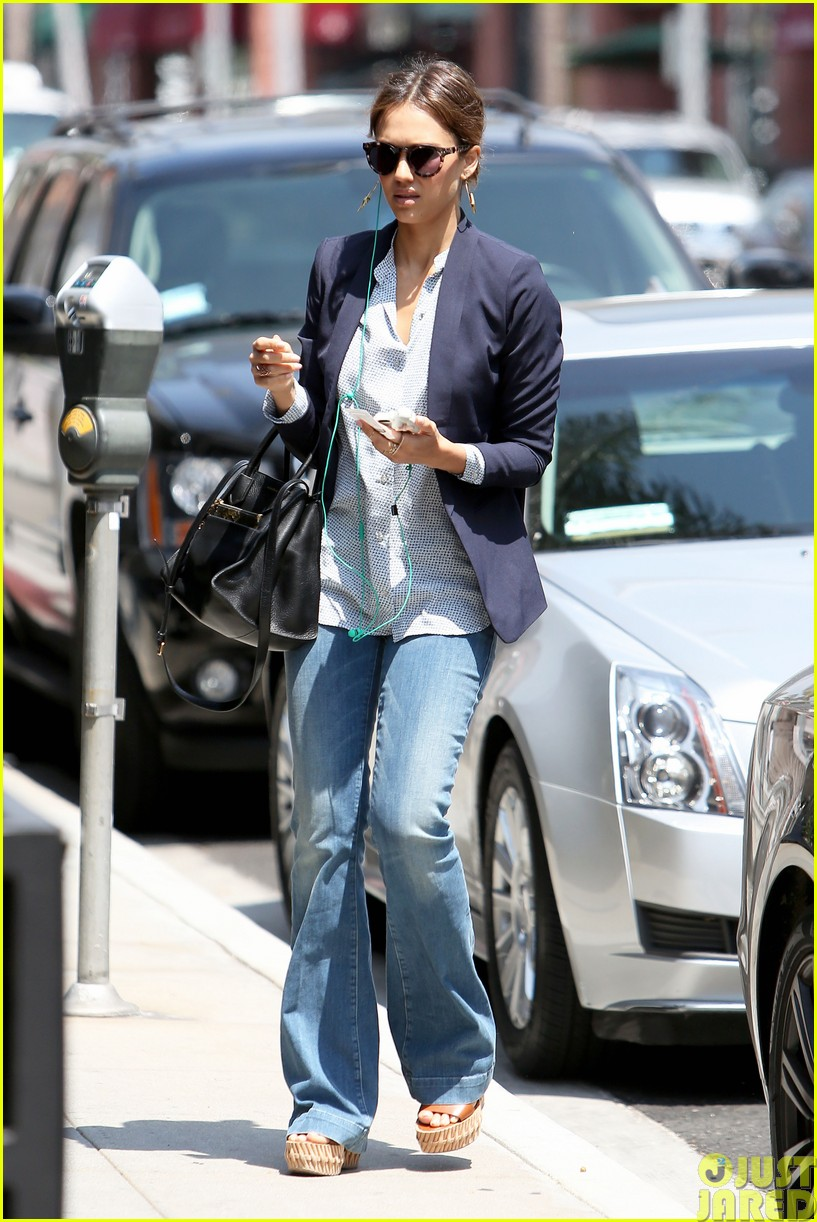 jessica alba teams up with zico coconut water263120881