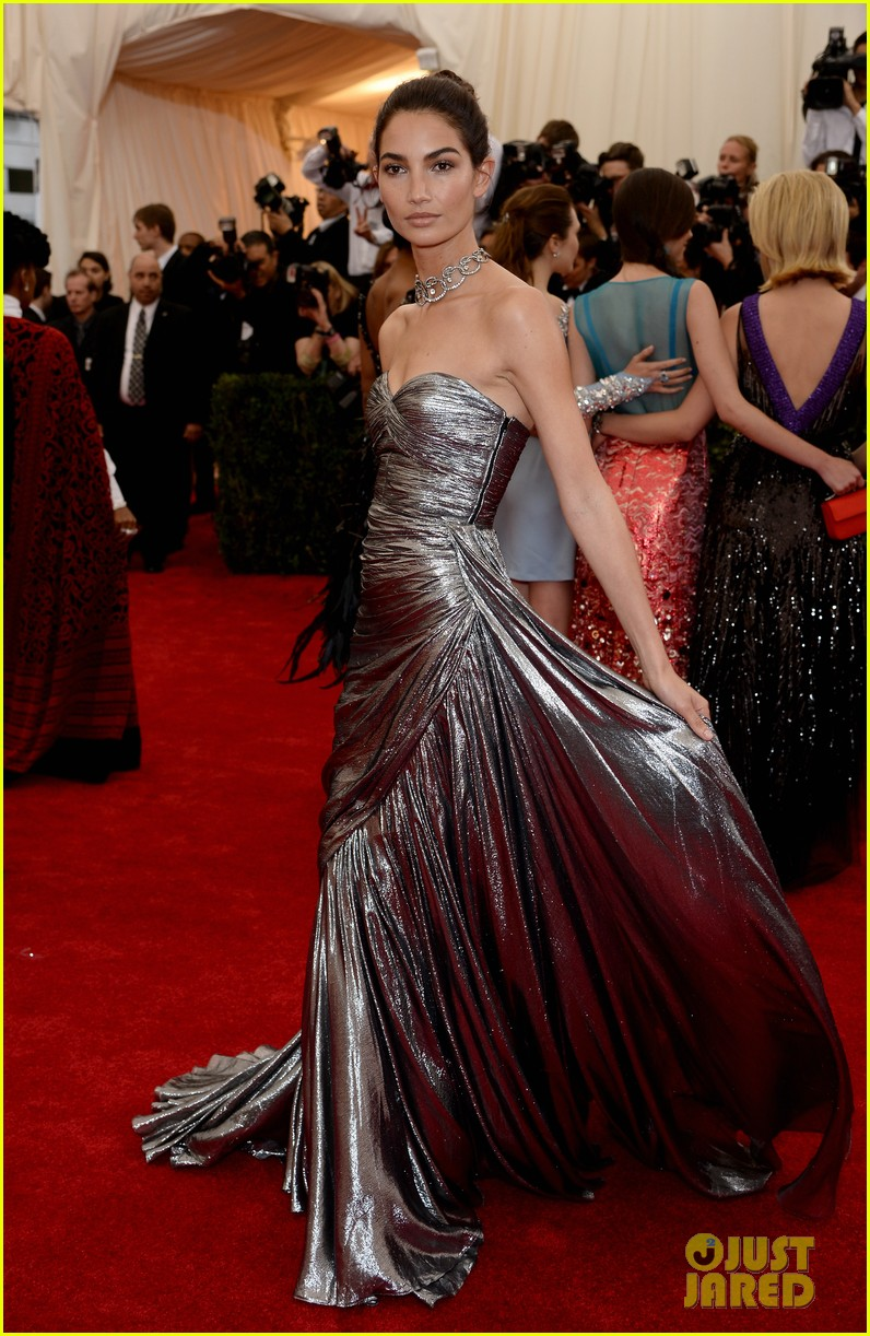 lily aldridge is wrapped in silver at met ball 2014 013106256