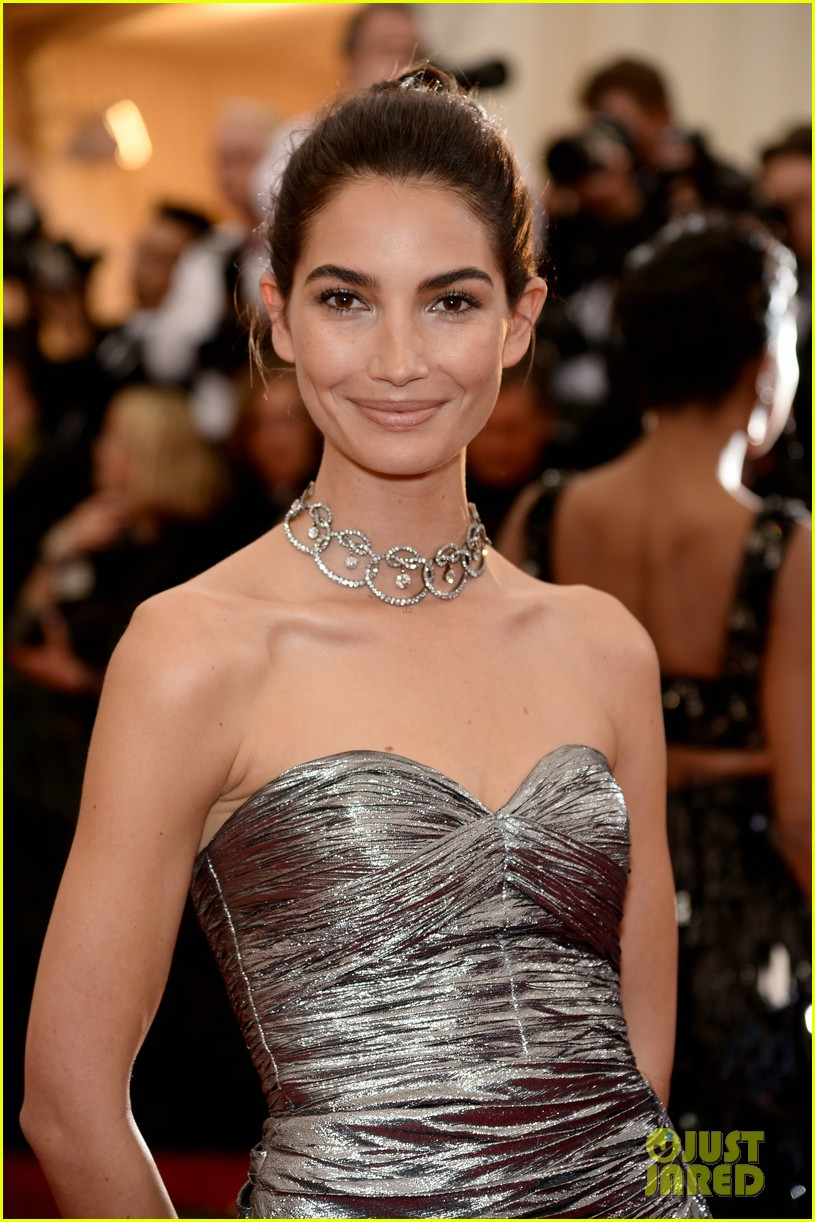 lily aldridge is wrapped in silver at met ball 2014 023106257