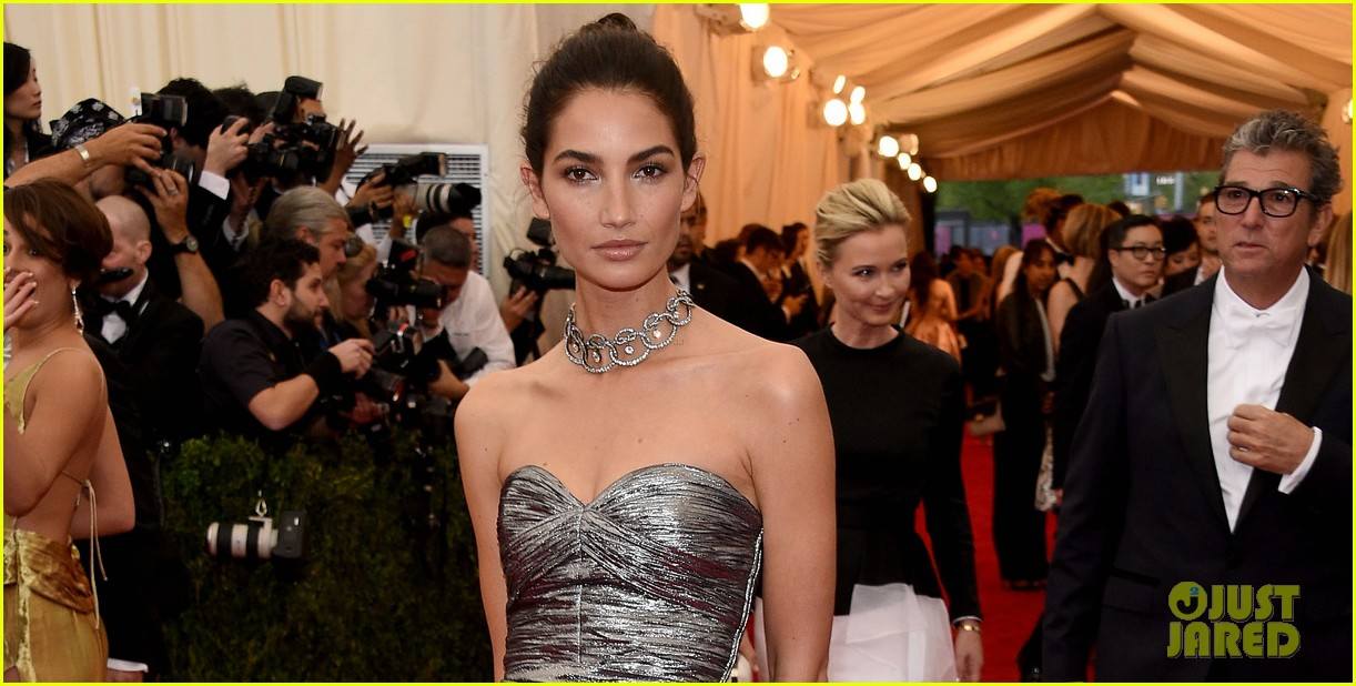 lily aldridge is wrapped in silver at met ball 2014 033106258