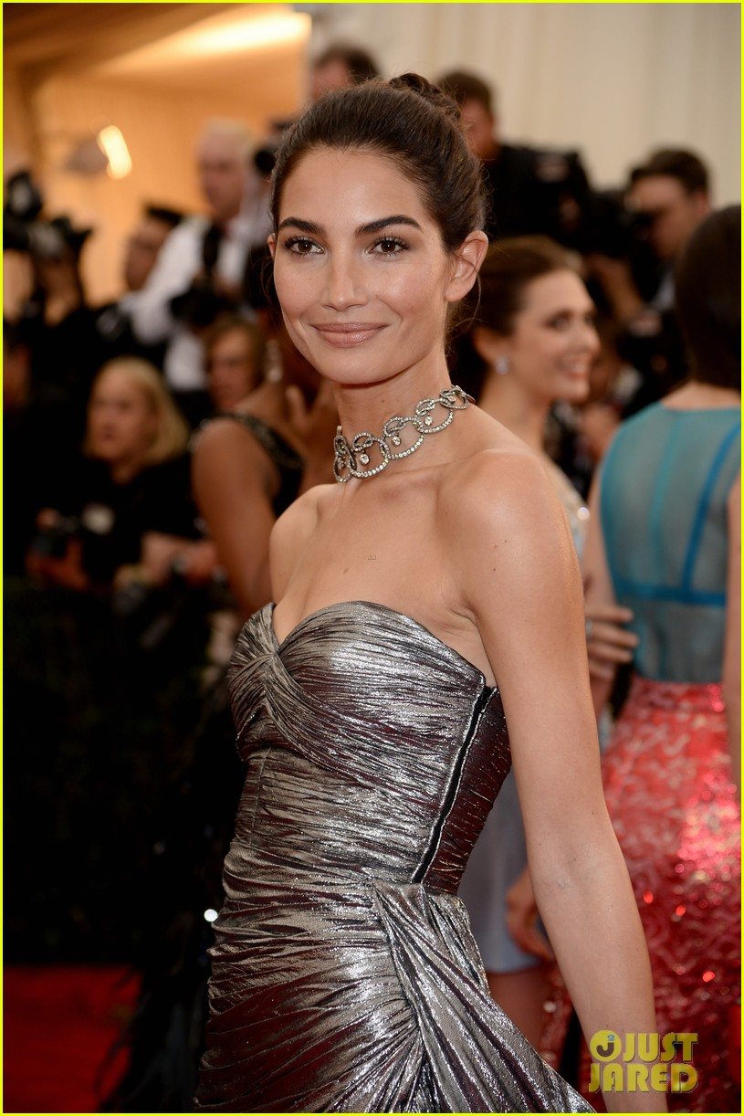 lily aldridge is wrapped in silver at met ball 2014 043106259