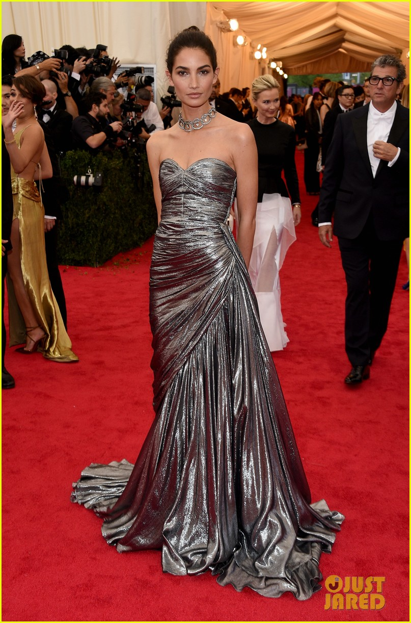 lily aldridge is wrapped in silver at met ball 2014 053106260