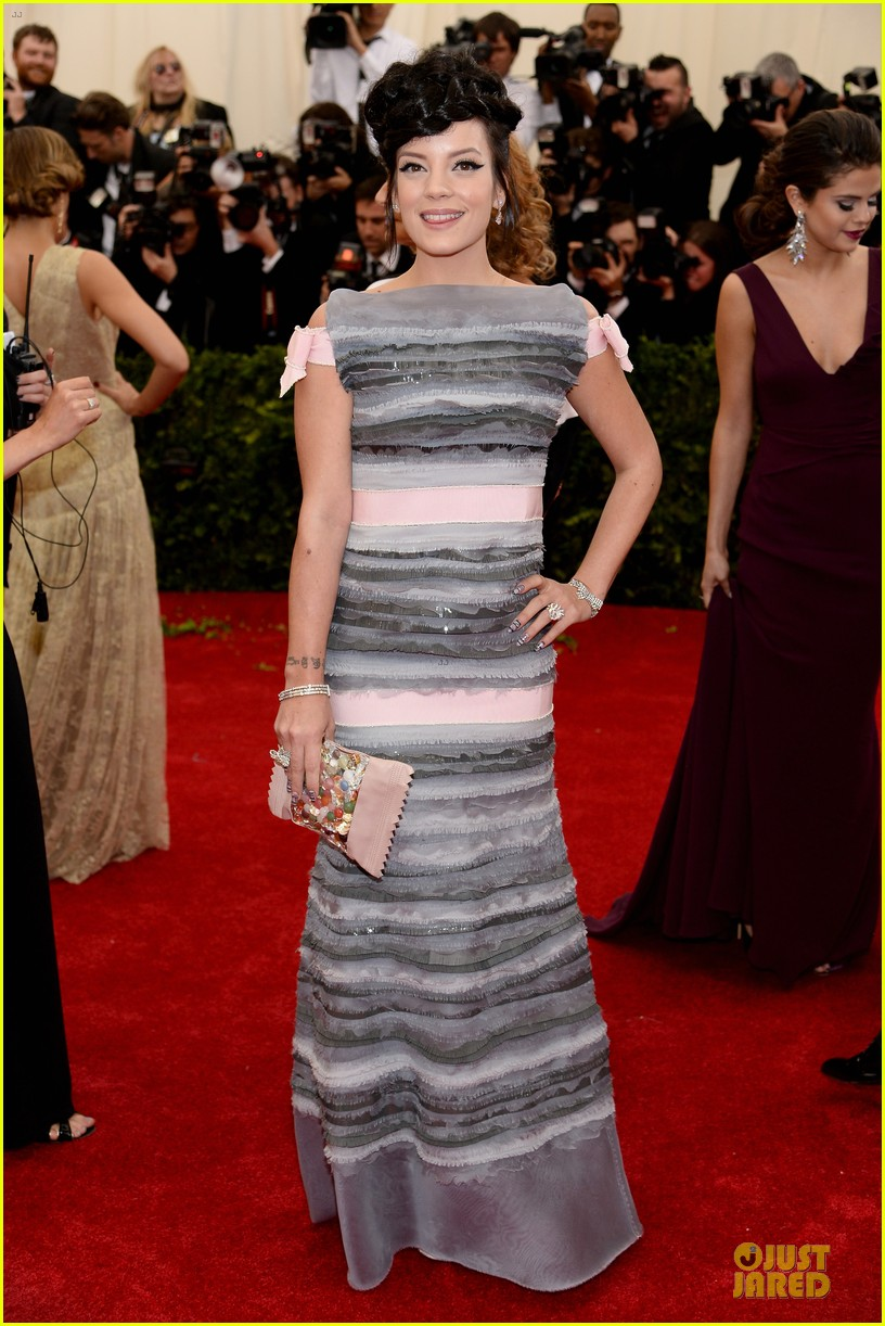 lily allen blends grey pink at met ball 2014 013106391