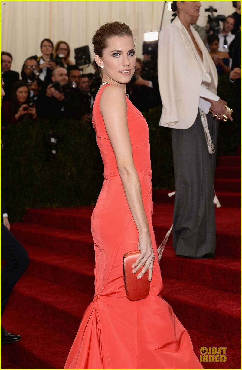 allison williams smashing red at met ball 2014 023105968