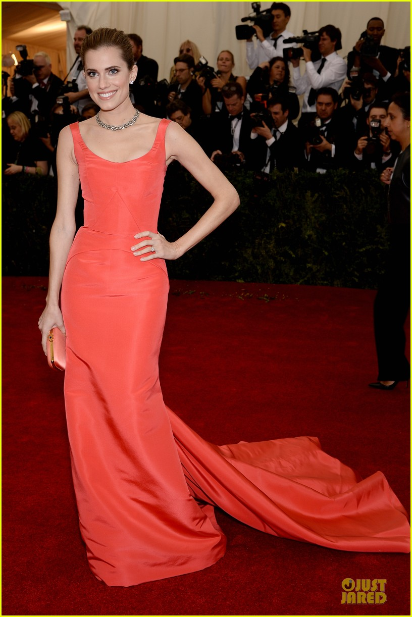 allison williams smashing red at met ball 2014 033105969