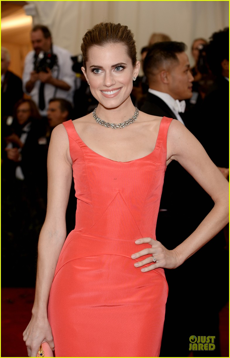 allison williams smashing red at met ball 2014 043105970