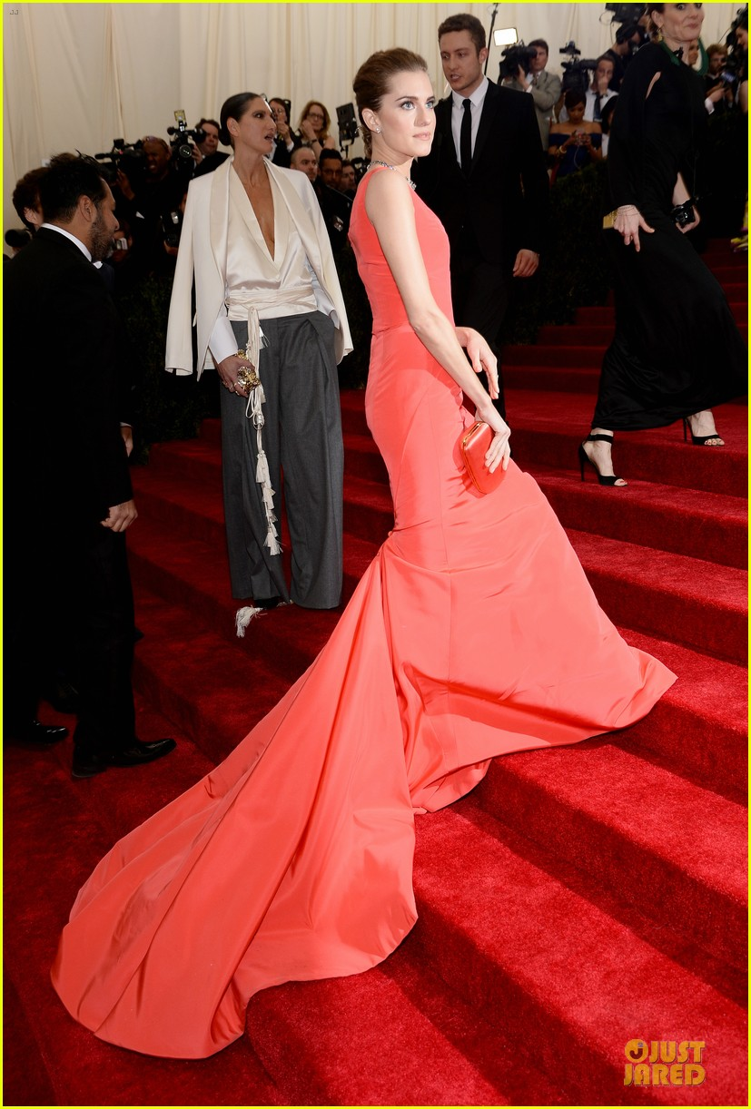 allison williams smashing red at met ball 2014 053105971