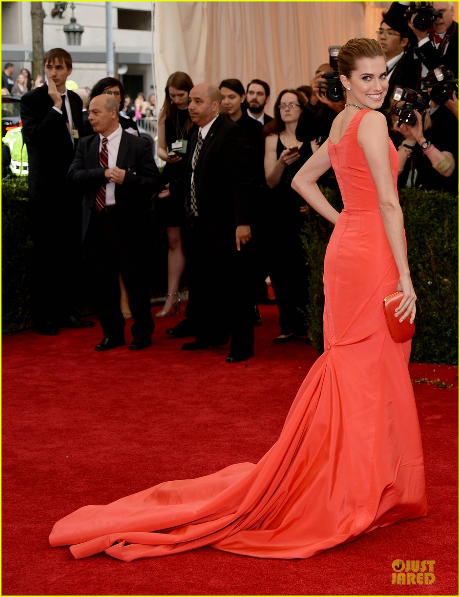 allison williams smashing red at met ball 2014 073105973