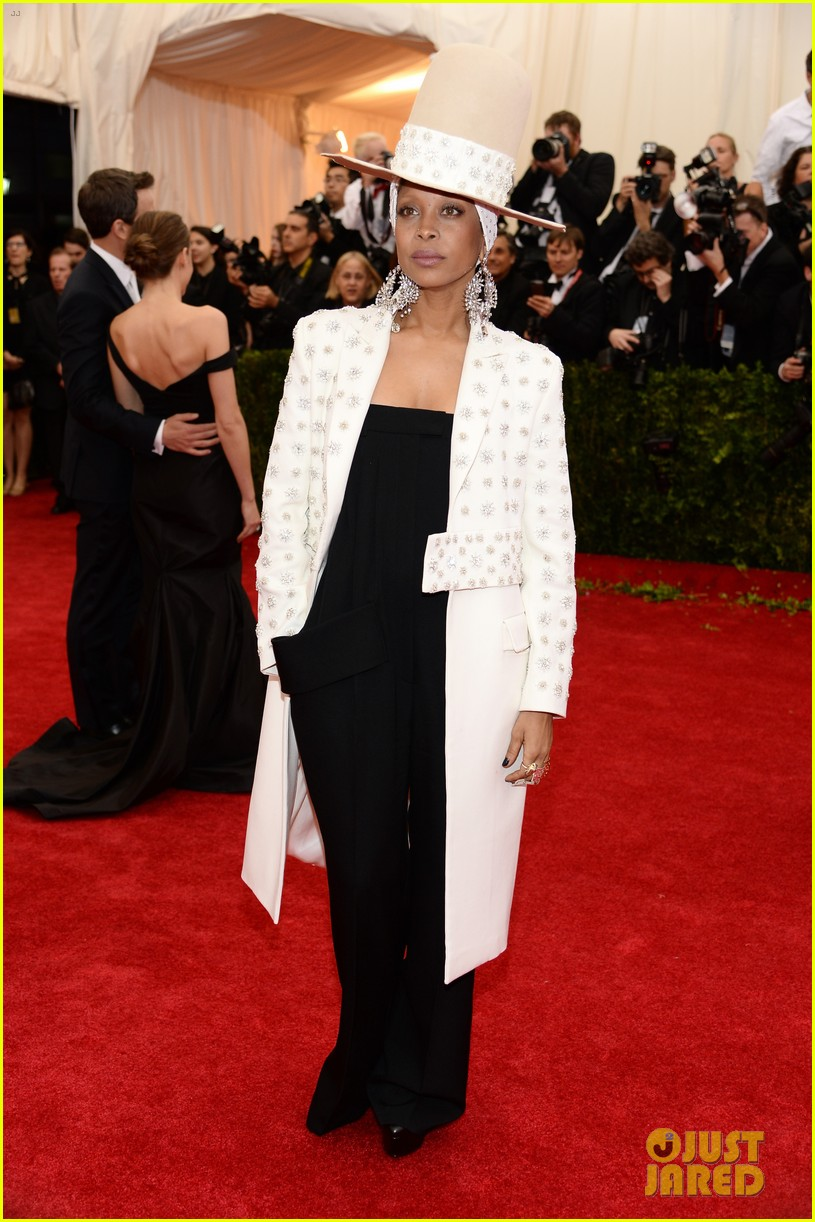 erykah badu hat met ball 2014 red carpet 013106401
