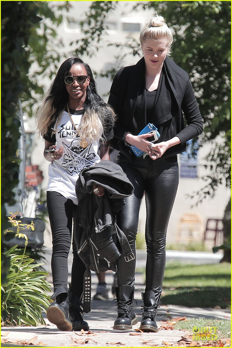 ireland baldwin angel haze hangs out after kissing 053110706