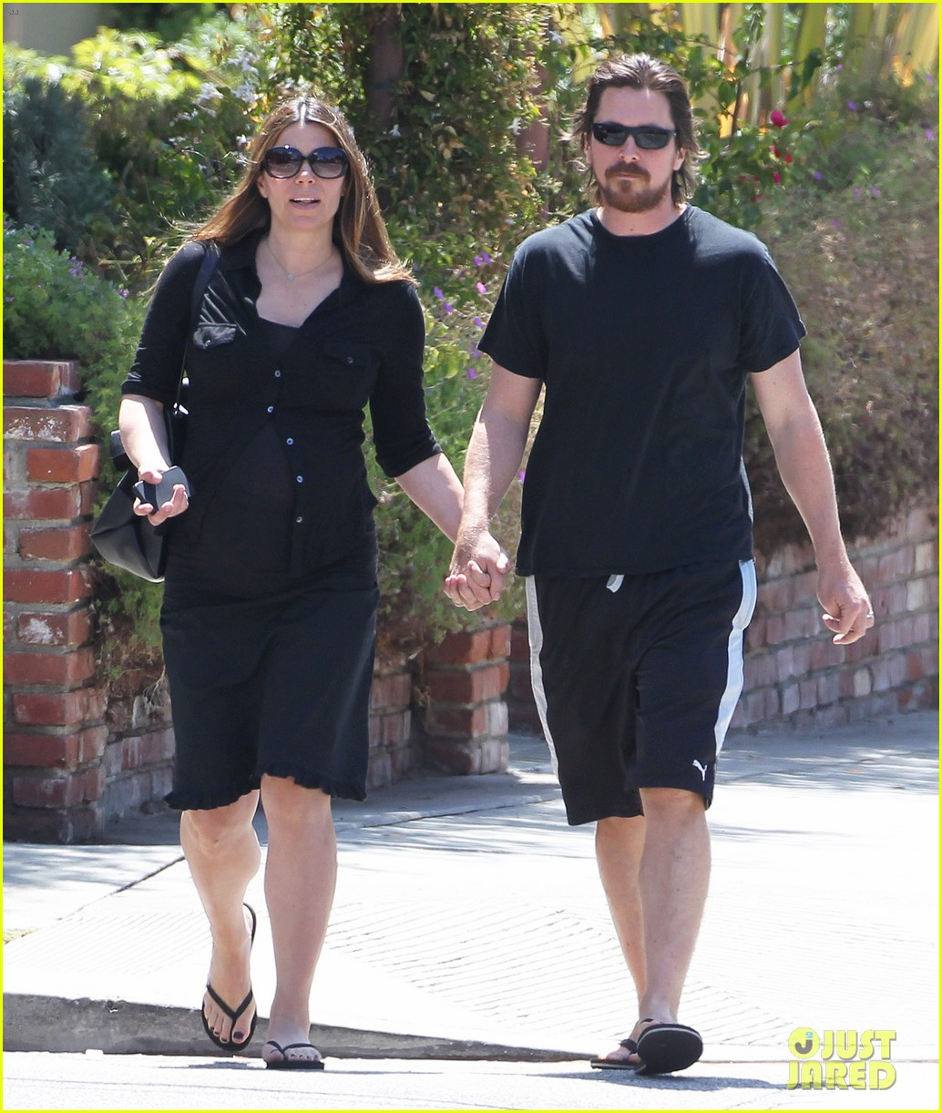 christian bale pregnant wife sibi hold hands 013119681