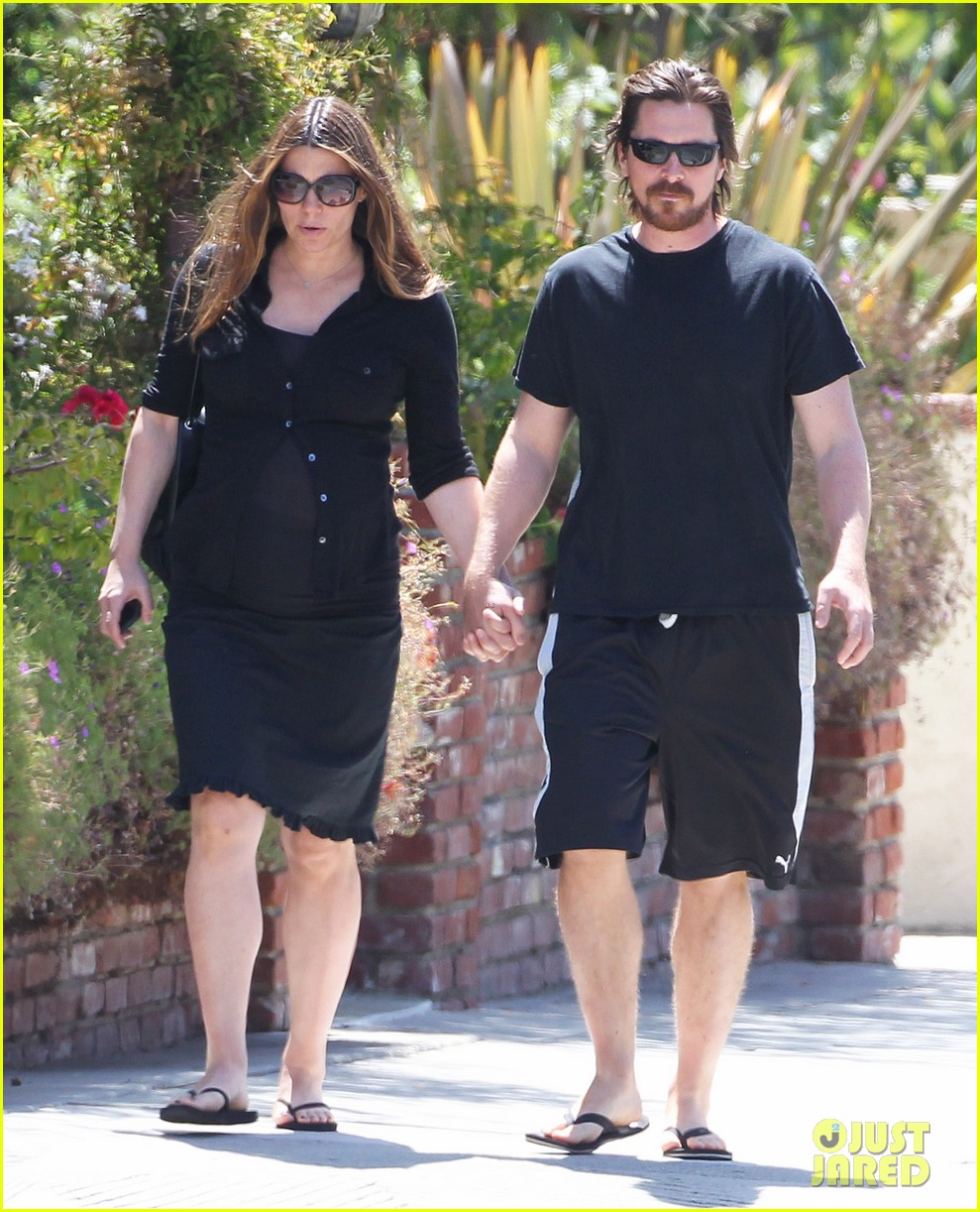 christian bale pregnant wife sibi hold hands 063119686